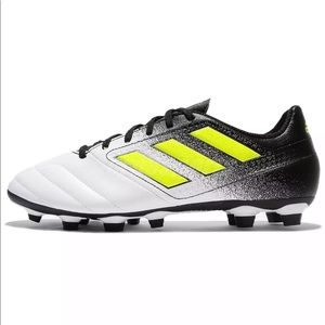 Adidas ace 17 size 4 kids soccer cleats